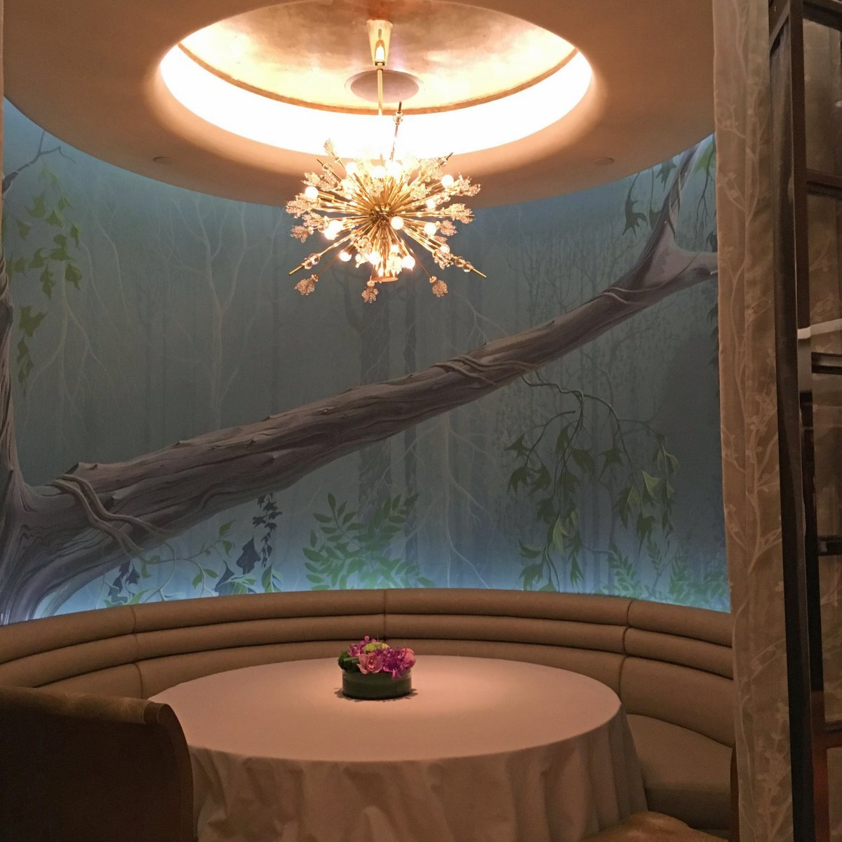 揭秘上海迪士尼最尊贵的 33 号俱乐部,非会员也能进去吃顿饭?