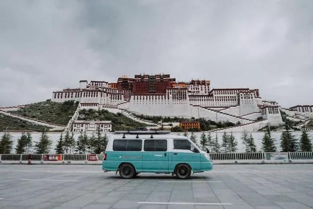 摄影师情侣3个月改造房车,7个月环游半个中国,边旅行边工作