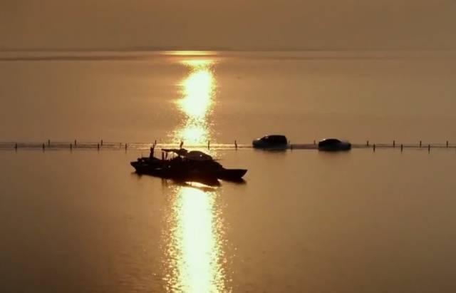 """中国这条一言不合就沉入水底的任性公路,竟然被评为""""最美的水上公路"""""""