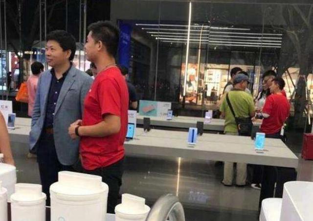"""小米被曝将上市,余承东、罗永浩都来""""围观""""了!-烽巢网"""