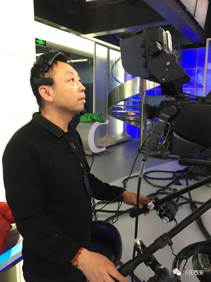 西安广播电视台融媒体直播西成高铁开通!记者带您抢鲜体验沿途美景~美食!