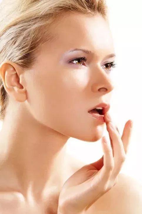 【妇联生活微课堂】护唇不只是涂唇膏,一整套冬季护唇方法在这里