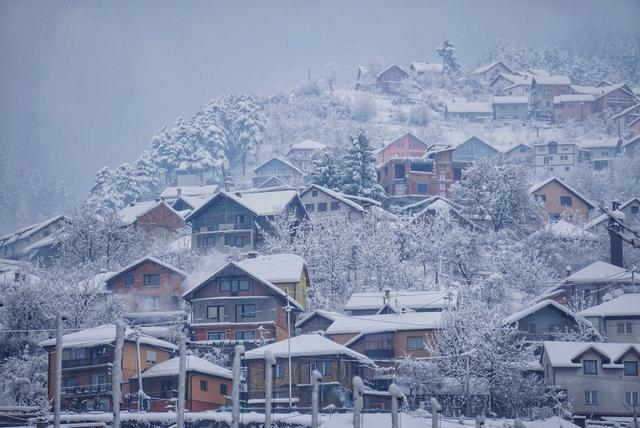 它曾是巴尔干火药桶,连下50小时大雪,萨拉热窝变成了童话世界