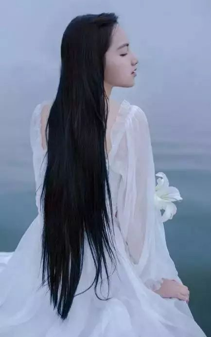 长发梳妆画古代美女分享展示