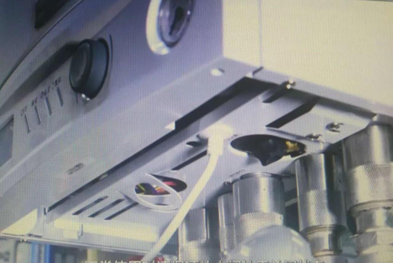 泄压阀需连接后接入下水道或地漏,中间不可安装阀门,插座与壁挂炉电源图片