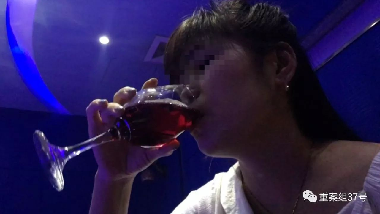 """记者卧底京城酒托:有时需要牺牲色相,""""实在不行亲一口"""""""