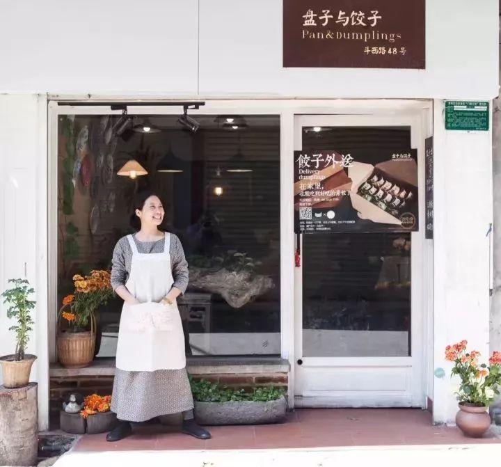 读人 | 她游历世界,跑过战区,却在厦门开了家只有一张桌子的小吃店