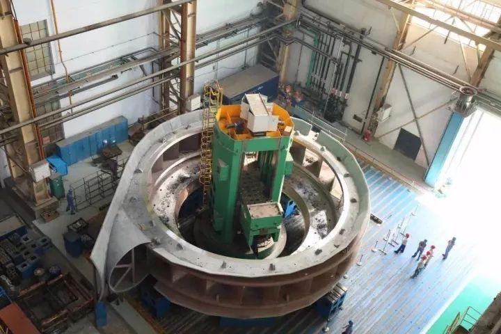 公司生产的白鹤滩座环在加工中
