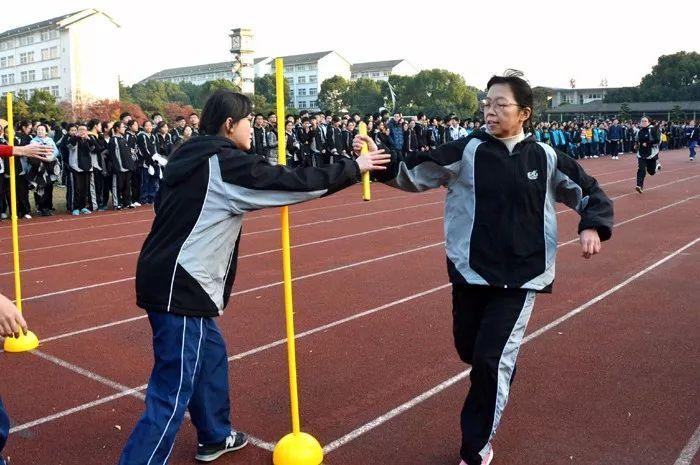 散步课文学生,初中部于12月5日举行了50米迎面接力跑比赛活动.题增强课后初中体质图片