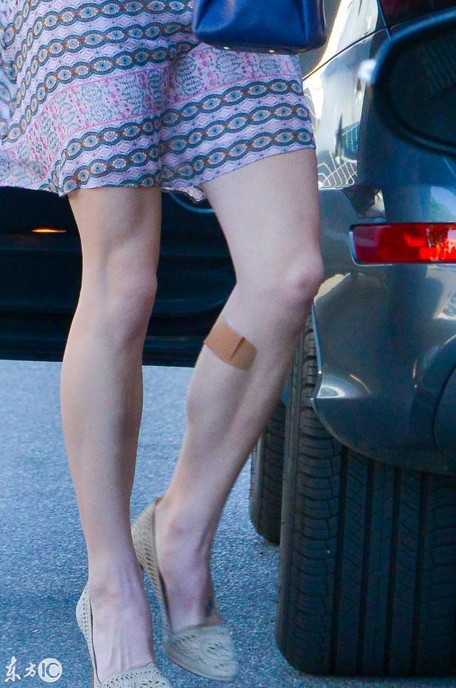图片偷拍亚_月5日美国加利福尼亚州,30岁的美国女演员阿什利·格林外出吃饭被偷拍