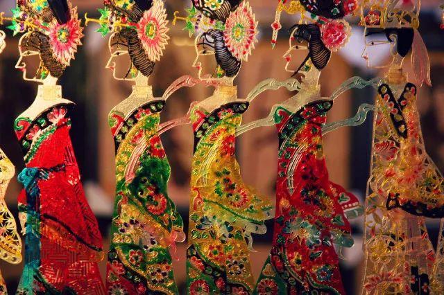 就成都民俗人文来说,成都独有的蜀绣,蜀锦,川剧,茶艺都是成都文化图片