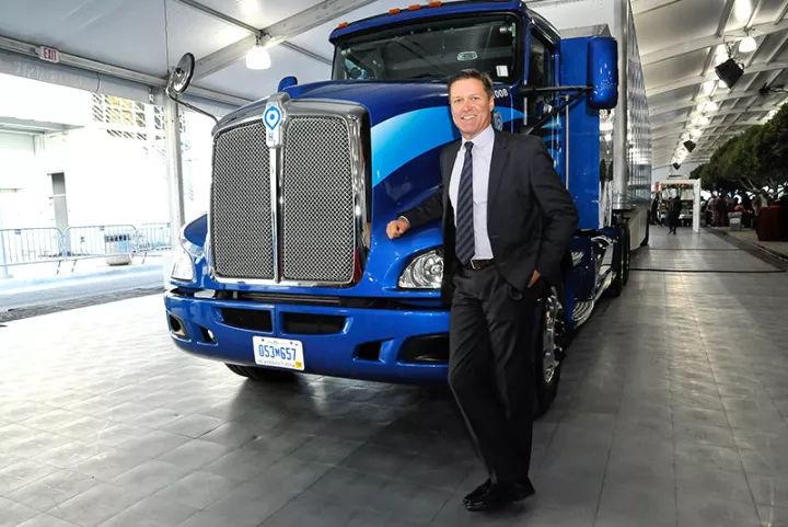不怕马斯克挖苦!丰田要用牛粪为自己的氢燃料卡车堆起一座氢燃料
