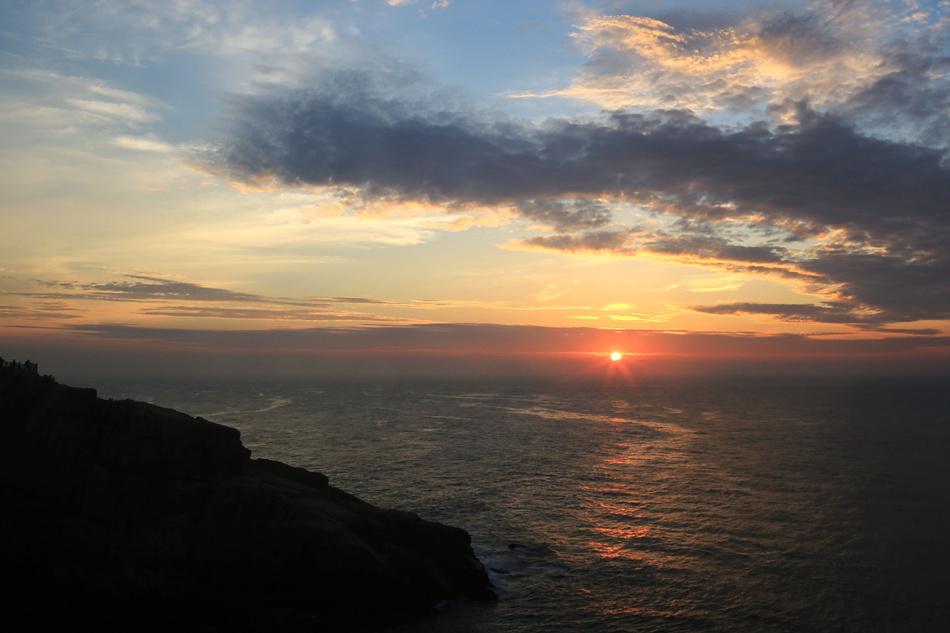 舟山:东海汪洋之嵊山岛东崖绝壁观日出
