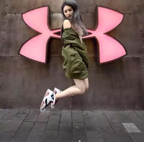 操逼的故事小�9aj:f�_女生穿aj篮球鞋的搭配,原来是如此性感撩人