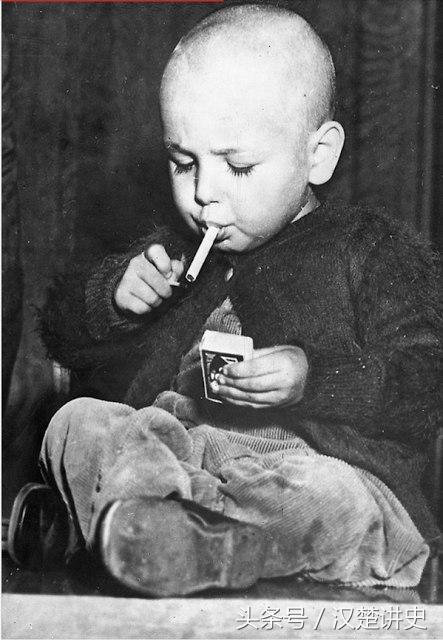 儿童吸烟的老式照片