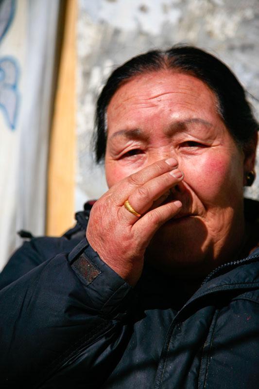 实拍:图说鼻烟的成分、制作、吸食方法及危害