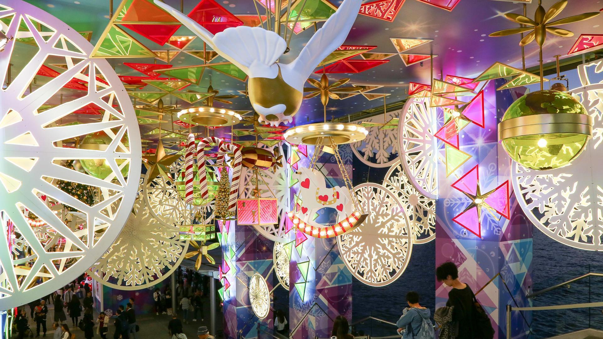 18米圣诞树 迪士尼圣诞舞会,冷冷的十二月,到香港感受温馨欢腾的圣诞图片