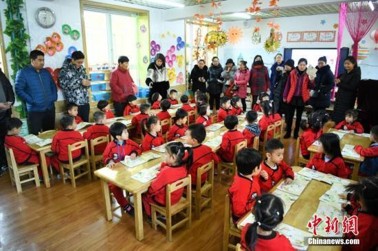 河南幼儿园老师被家长打 两者之间裂痕如何弥合?
