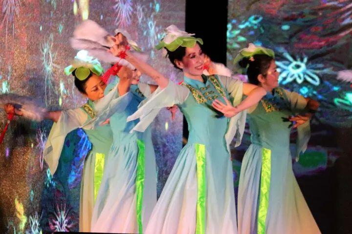 场舞春天里的故事_这场舞出青白江人幸福生活的比赛超惊艳!