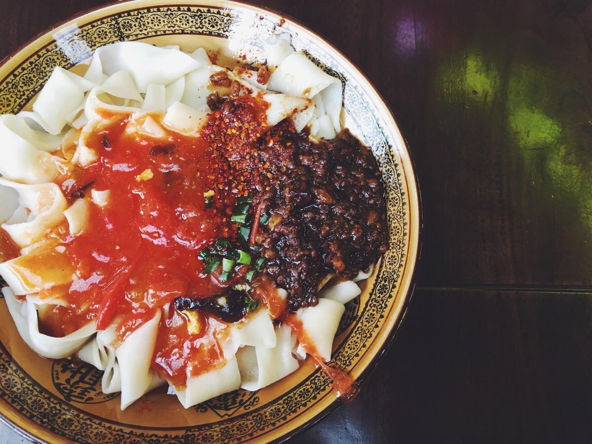 """中午吃泡馍,晚上涮火锅,西成高铁开通,走完""""吃货最期待的线路""""最快只要3小时!"""