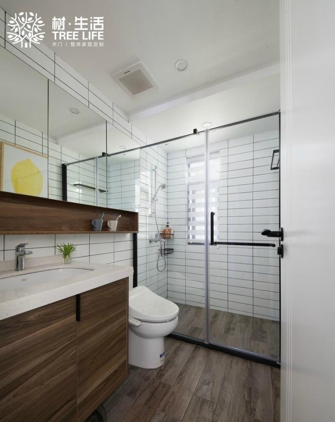 白色,米黄,灰色居多,很少使用带有花纹的墙纸墙布.