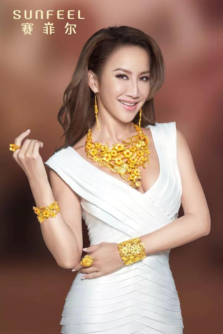全新平面形象广告片,由赛菲尔珠宝品牌形象代言人coco李玟担纲主角,由图片