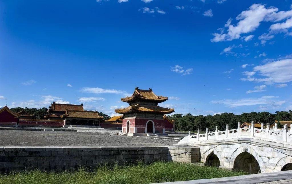 历史 正文  嘉庆皇帝去世后葬于清西陵昌陵,它的神道在泰陵圣德神功
