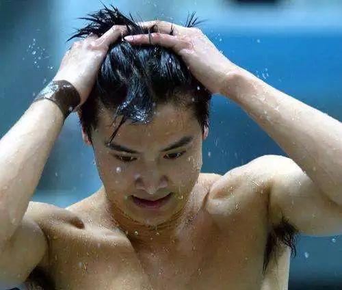最高检披露中国跳水队黑幕:田亮遭周继红压分,耿直裁判被批