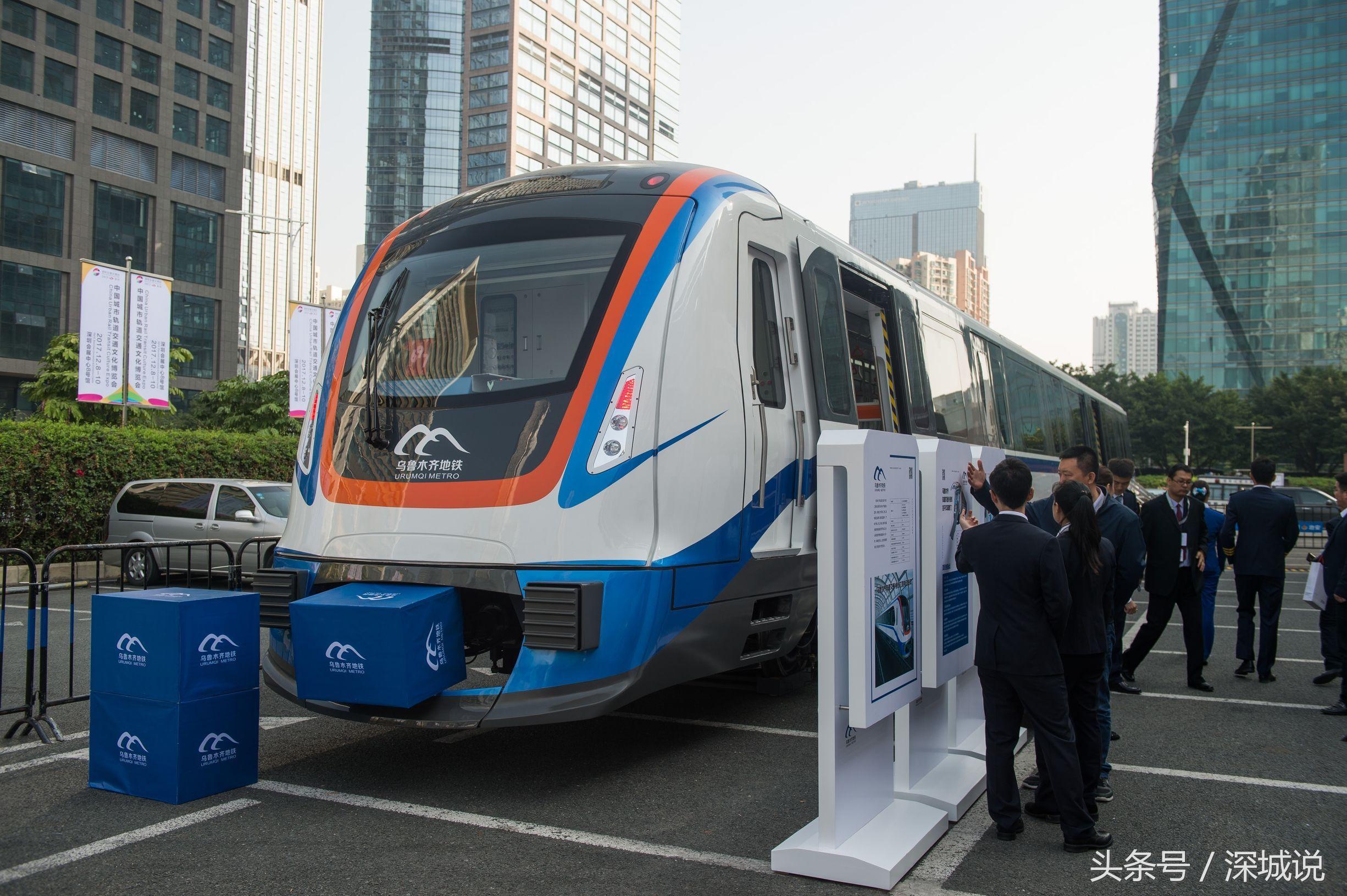 这次城轨文博会,乌鲁木齐地铁竟然运了一节地铁真车到深圳会展中心.