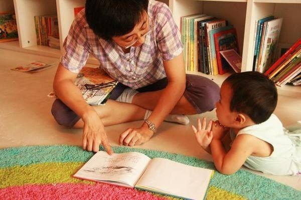 翻翻书柜,你就能帮助十万平江乡村少年图片