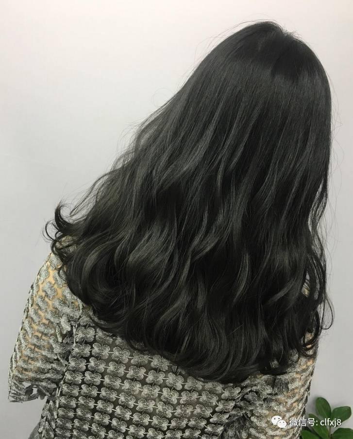 最佳的修颜发型莫过于蓬松感十足的大波浪发型,空气感十足的烫卷长发图片