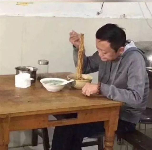 """乌镇大佬饭局有;马云一碗炸酱面从容应对""""大佬宴""""!"""
