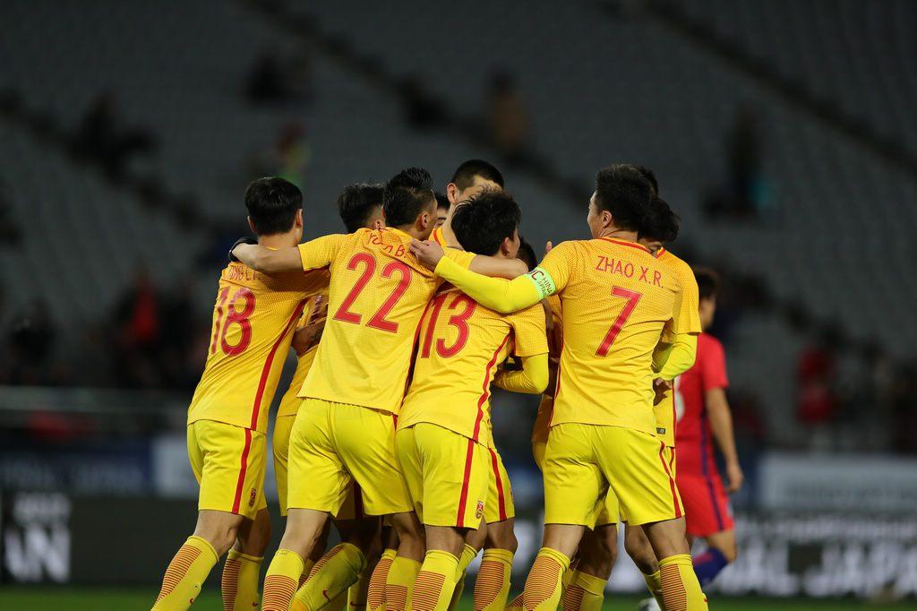 韦世豪杨立瑜有亮点 国足防线年轻球员有待提高