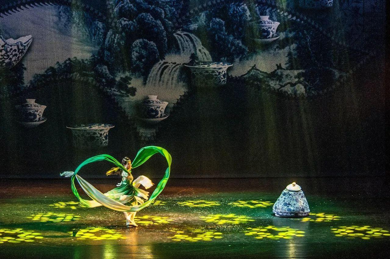 剧爱看   今天下午16点,大型芭蕾儿童剧《胡桃夹子》带你走进梦幻世界