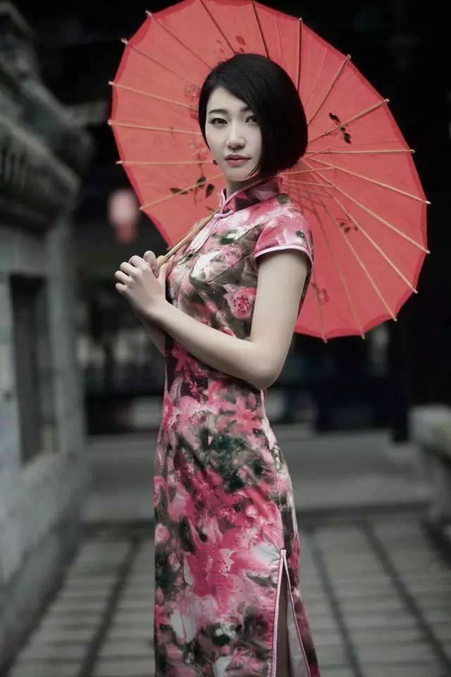 有人说,短发穿不出旗袍的性感和优雅,你怎么看?图片