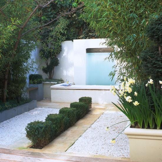 小花园的设计最需要主要的是创意,因为没有足够的空间,因此要多考虑色