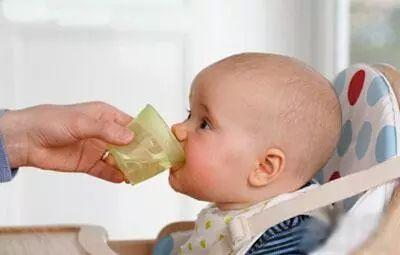 滿月寶寶喉嚨呼呼