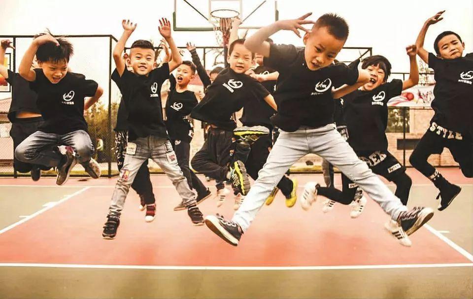 全国少儿街舞大赛炫酷上演,biu biu biu!