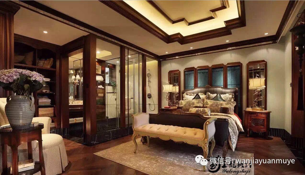 电视背景墙没有做复杂的造型,弧形的垭口设计与弧形窗让整个客厅古典