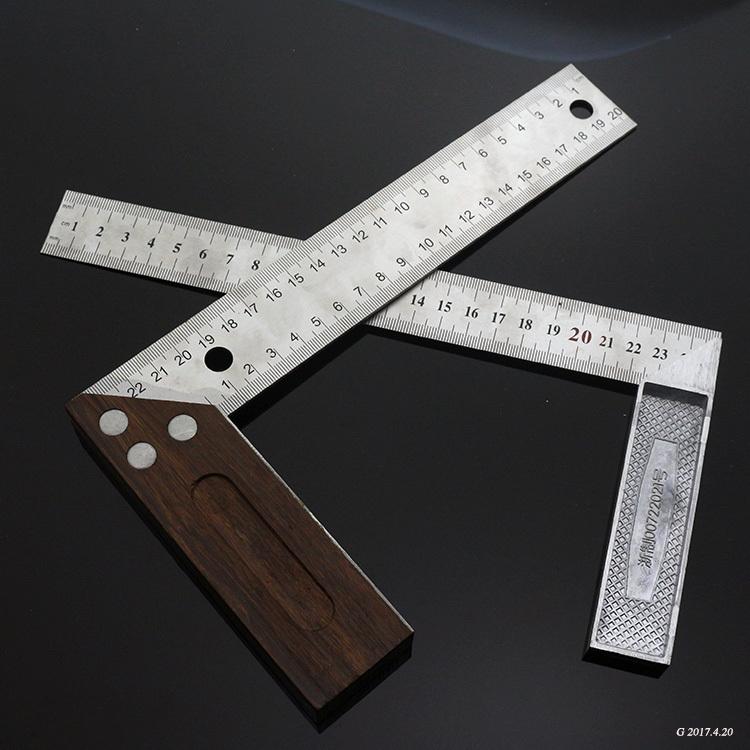 老款卷尺退出舞台了现在都用高科技测量工具精度高而且效率快