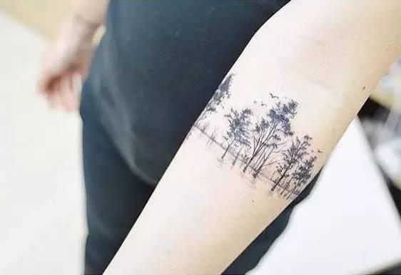 刺上山景,森林等自然图案和花草又有著大不同,花草较容易给人文静