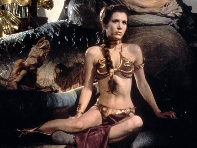 这不是翻版「星球大战3」里被外星怪物囚禁的莱雅公主吗?