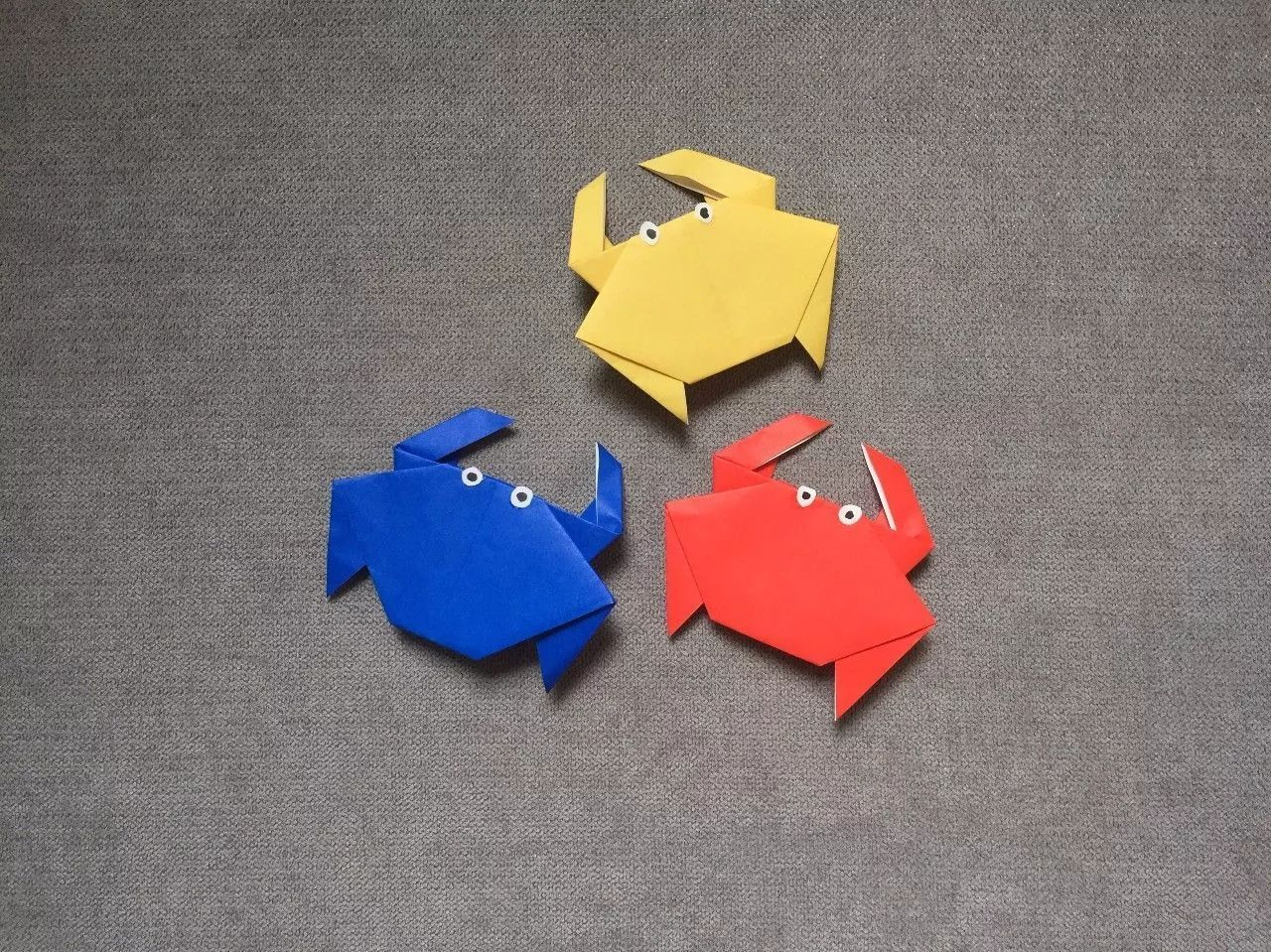 教育 正文  制作步骤: 在另一面上如下图向上翻折 将折纸如下图左端向