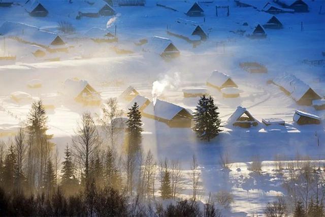 冬日的神仙湾,有山有水有雾,银装素裹之下,仙气卓然,飘渺得不似人间.