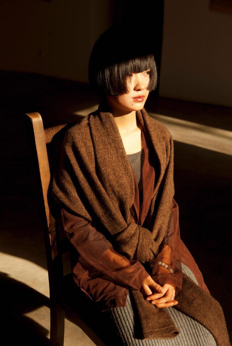 宋陈用土作为媒介创作,她的作品涉及宗教自然文化等