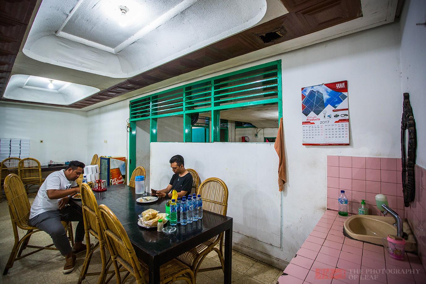 印尼人用手抓饭吃,他们认为这样吃很有快感,你认同吗?