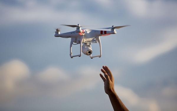 中国首次试验无人机撞击客机:如此恐怖!