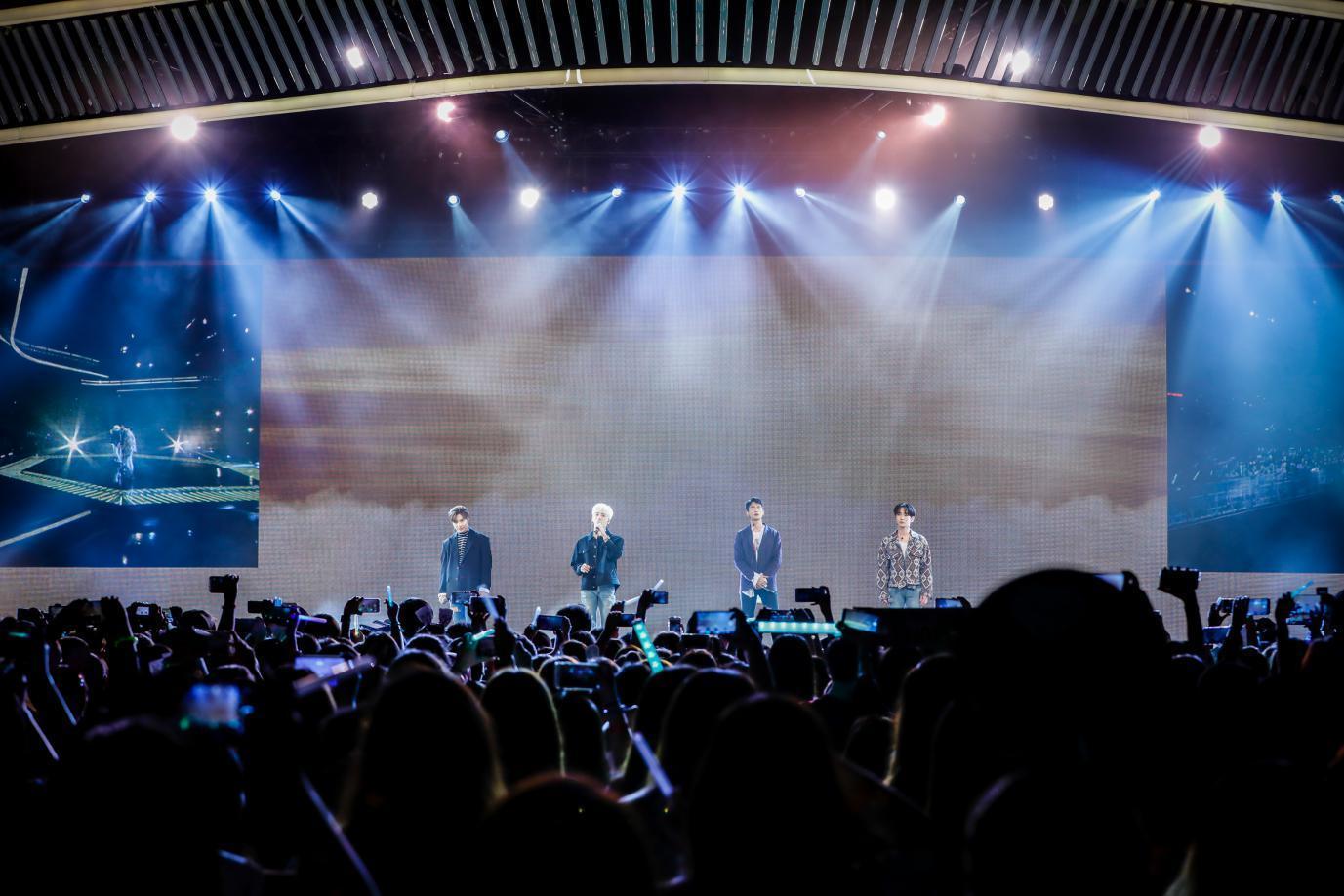 韩国人气组合 SHINee 和 Red Velvet美力现身新罗免税店美妆演唱会