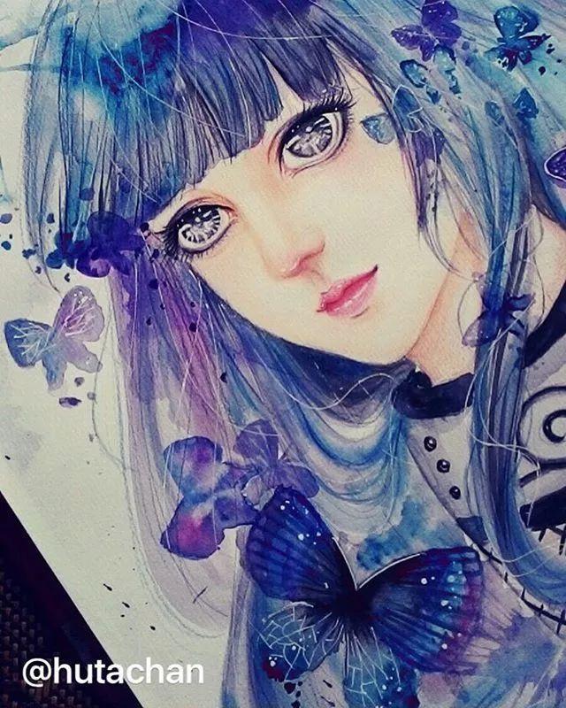 彩铅,高光笔 蓝色的眼睛超大,鼻子好挺,樱桃小嘴 头发再用淡淡的灰