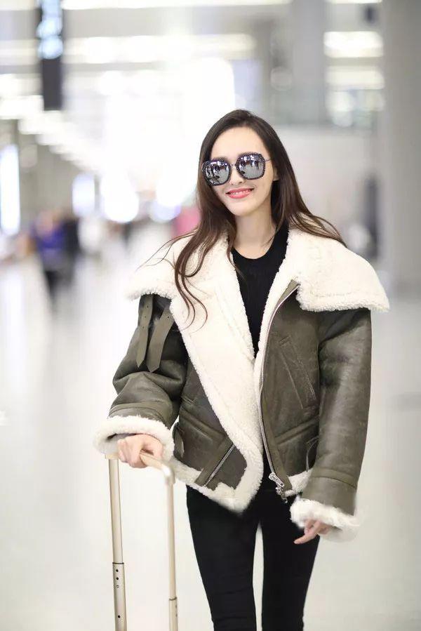 汪东城亮相米兰男装周 紫西装配皮大衣极度精致